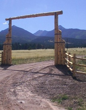 log entry way with pole fence built by greenleaf craftsmen